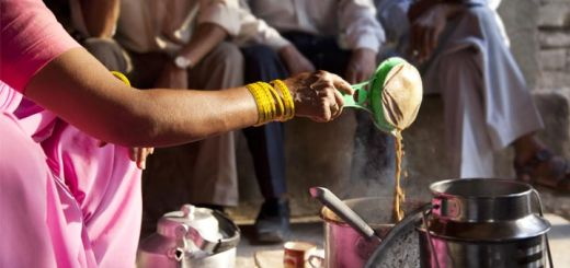 indian-woman-pouring-chai-tea