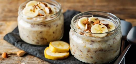 banana-almond-overnight-oats