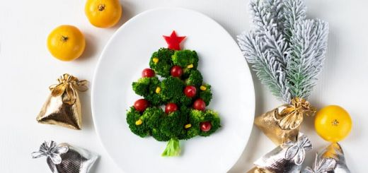 Broccoli Christmas Tree With A Raw Ranch Dip