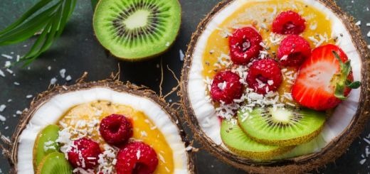 mango-smoothie-bowl-in-coconuts