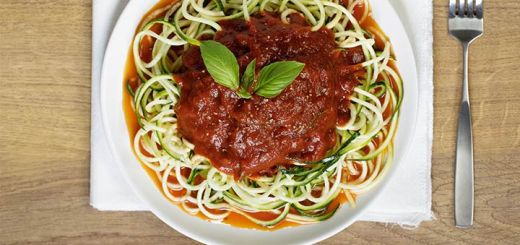 Raw Creamy Tomato Basil Zucchini Noodles