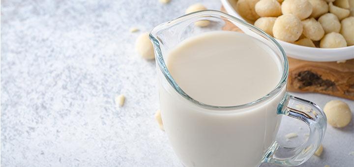 Raw Macadamia Nut Milk