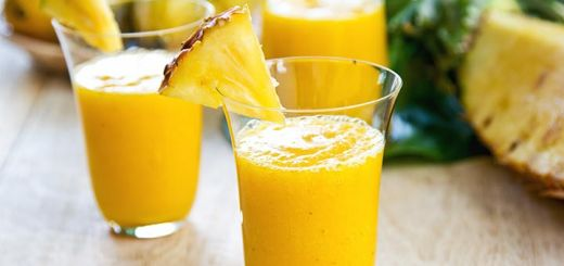 Golden Kiwi, Pineapple, & Turmeric Smoothie