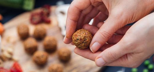 "Raw Vegan ""Meatballs"""