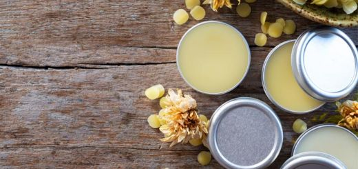 3 Ingredient Lip Balm To Avoid Chapped Lips