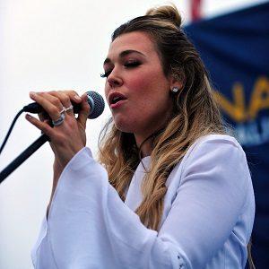 Hostsinger Rachel Platten