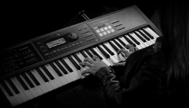Keyboard and piano lessons from School of Rock