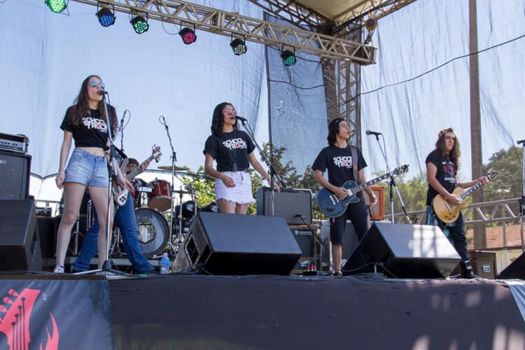 House Band se apresentando no Sunday Rock Sunday