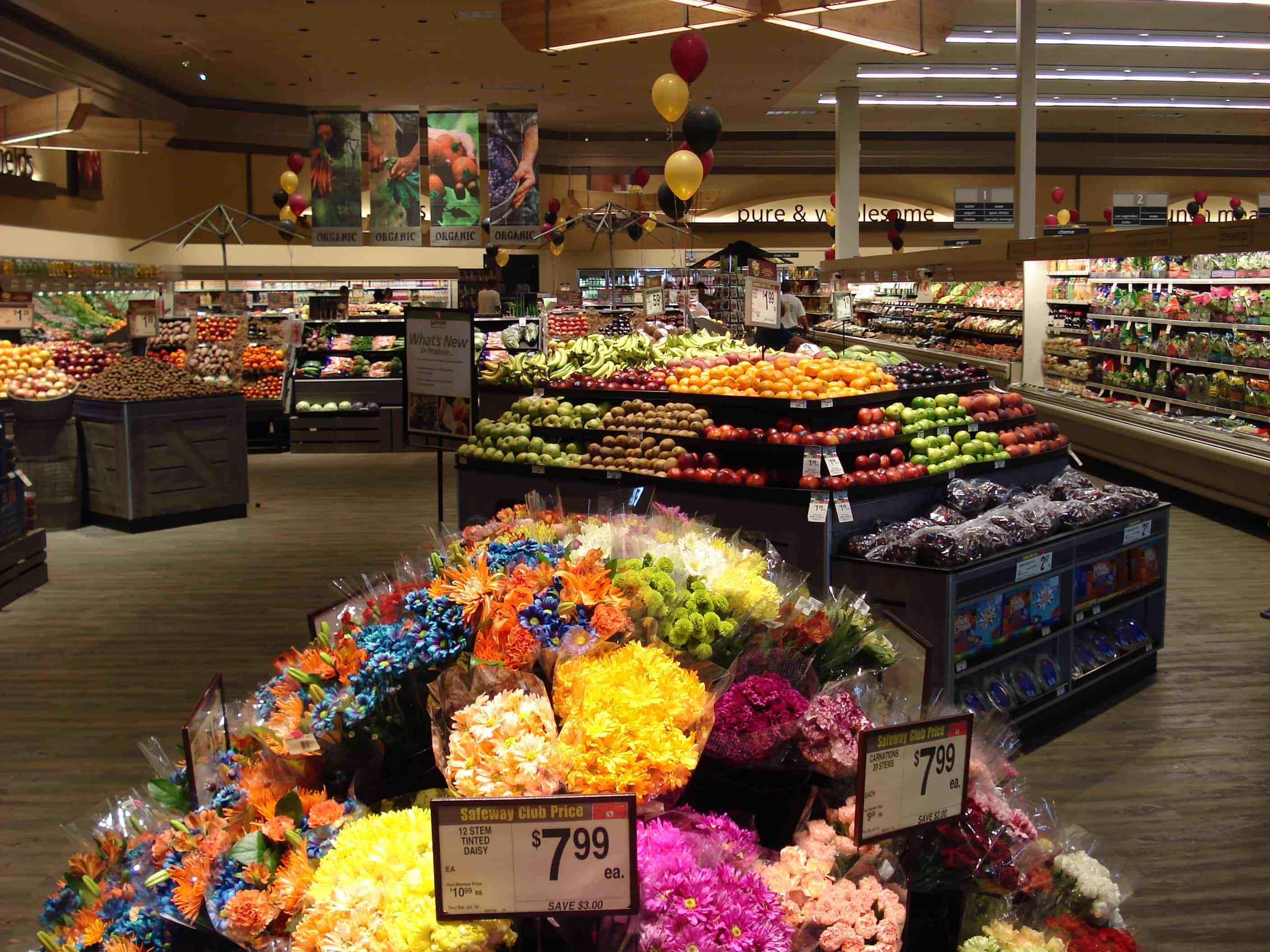 Background image for just for U, the loyalty program of Safeway.