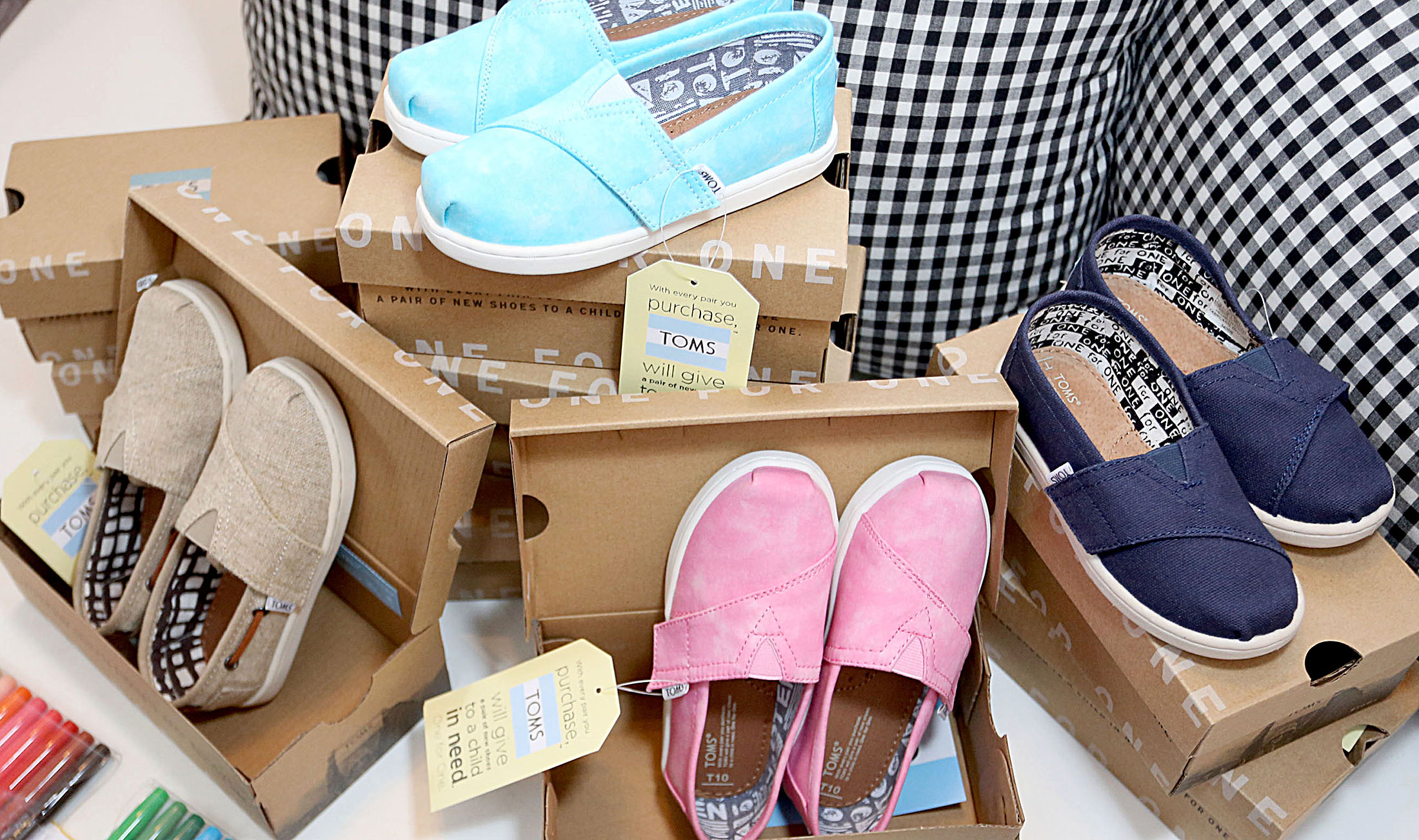 Background image for Passport Rewards, the loyalty program of Toms Shoes.