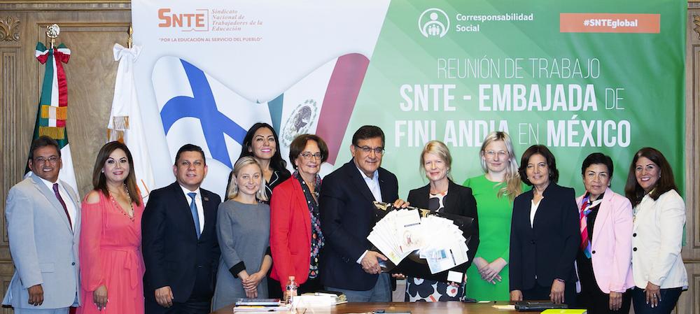 Se reúne el dirigente del SNTE con embajadora de Finlandia