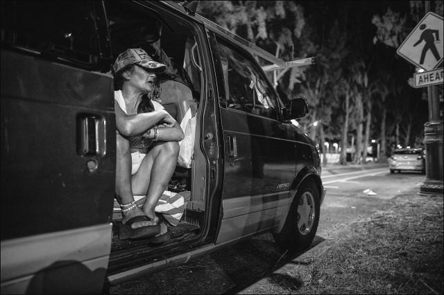 Roberta Huddy homeless Waikiki van Kapiolani Park black & white