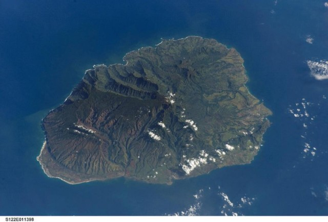 Five people on a skydiving tour died Monday morning in a plane crash on the south shore of Kauai.