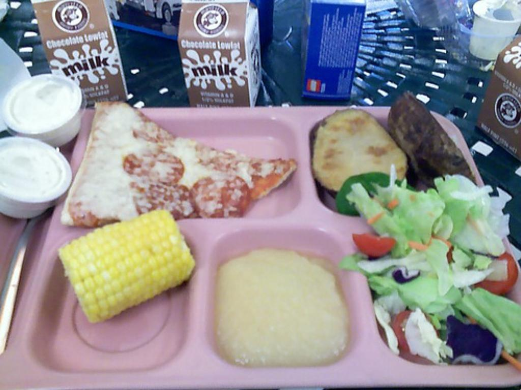 Hawaii Ed Department's Food Service Problems Mirror School Bus Woes