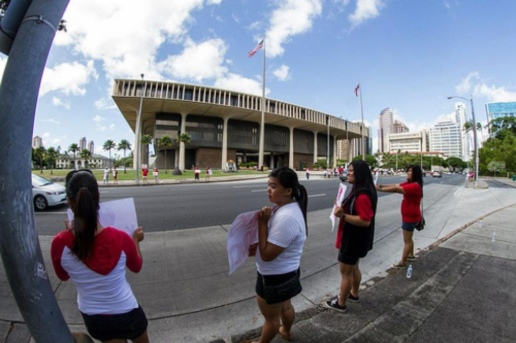Hawaii Teachers Union Ramps Up Protests Amid Contract Stalemate