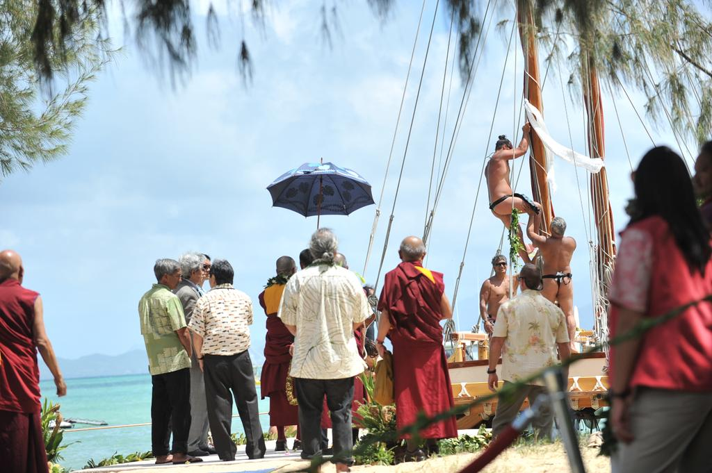 A Pillar of Peace for the Hokulea