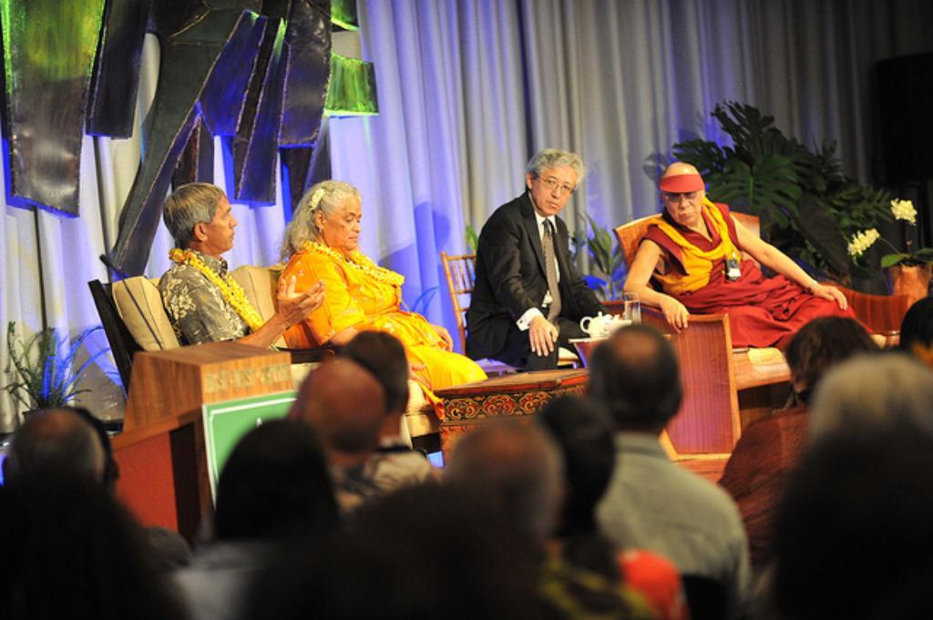 Dalai Lama Speaks With Native Hawaiian Leaders