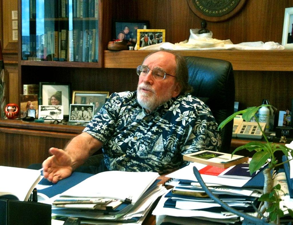 Urban Planning, Architecture Books Atop Hawaii Governor's Desk