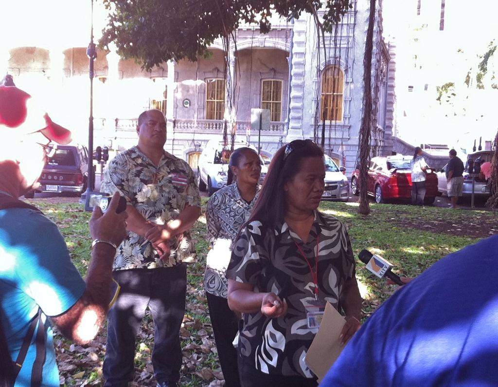 Hawaii Closes Iolani Palace After Hawaii Sovereignty Group Locks Gates