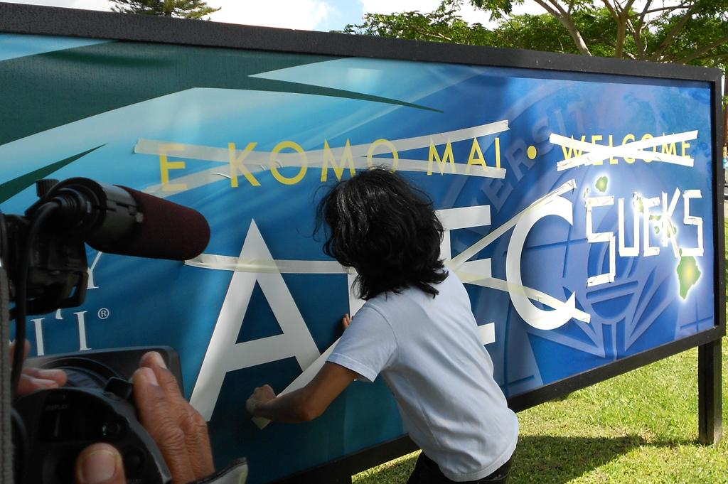 UH Welcomes APEC, Rankles Protesters