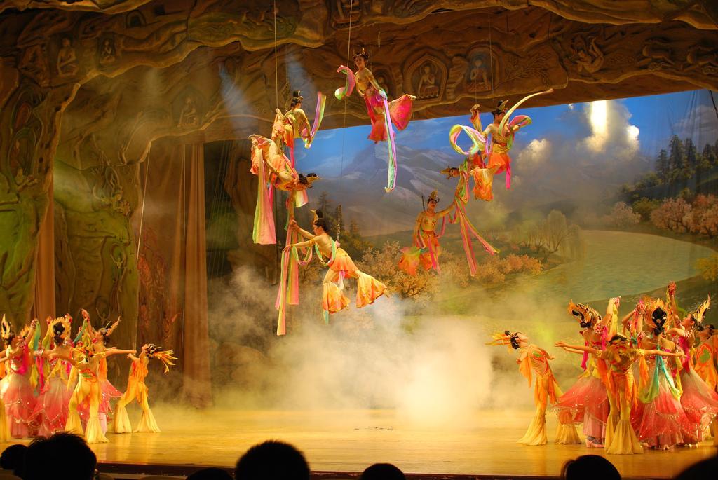 Carlisle on China: 'We Bring the Hula, They Bring the Acrobats'