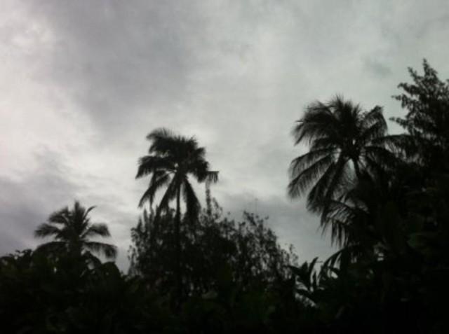 gloomy day rain storm oahu
