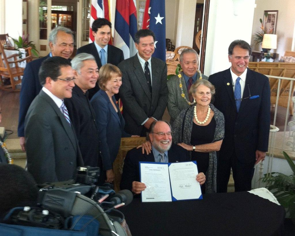 Hawaii Civil Unions Signed Into Law