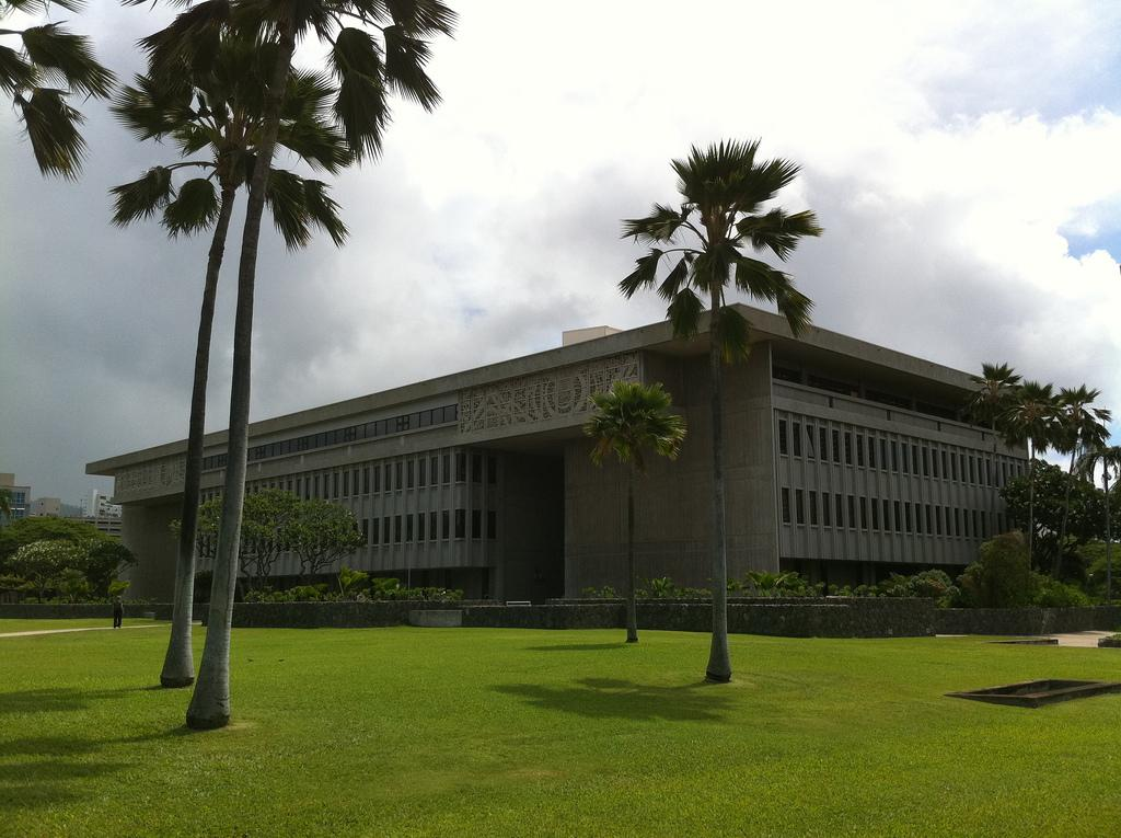 Beleaguered Public Land Corp. Agrees To Broadcast Oahu Meeting
