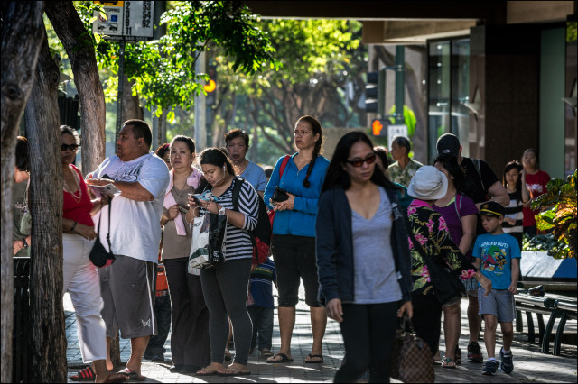 Street scene in downtown Honolulu 2.12.14 ©PF Bentley/Civil Beat