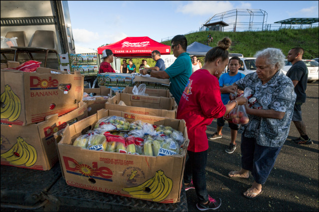 Food giveaway for hurricane needy at the Pahoa Neighborhood Center on August 11, 2014
