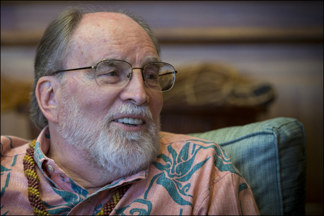 Former Gov. Neil Abercrombie, seen here in the governor's office last year, has chosen a Maui artist to do his official portrait.