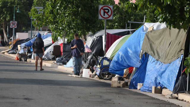 Tents line the sidewalks at Olomehani  Street near Waterfront Park in Kakaako.  30dec2014 . photograph Cory Lum/Civil Beat