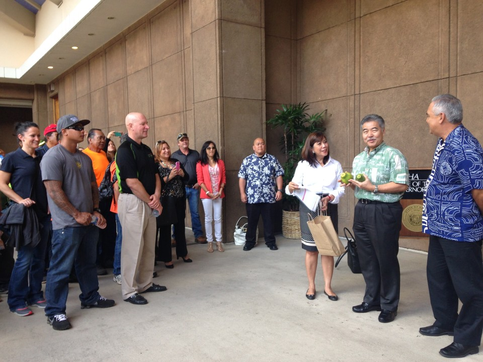 Hawaii Governor Supports Buffer Zones for Pesticide Spraying