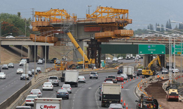 Cantilvered HART/rail supports tower over westbound H1/H2 merge.  19 march 2015. photograph Cory Lum/Civil Beat