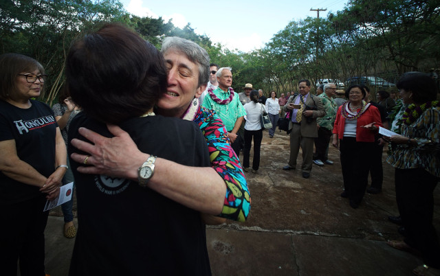 U.S. Secretary of the Interior Sally Jewell hugs a volunteer before Honouliuli Monument dedication ceremony.  31 march 2015. photograph Cory Lum/Civil Beat