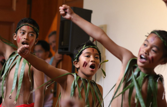 Dancers from Pacific Voices ready to perform during the Celebrate Micronesia. Honolulu Museum of Art School. 28 march 2015. photograph Cory Lum