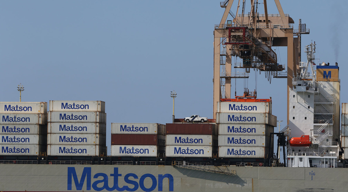 Matson container ship loading. 24 march 2015. photograph Cory Lum/CIvil Beat