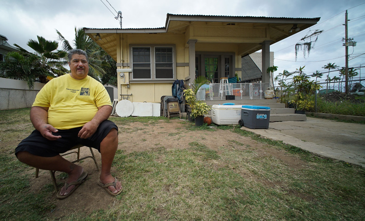 Alfred Kalaau at his Waianae residence for Anita payday lending story. 21 march 2015. photograph Cory Lum/Civil Beat