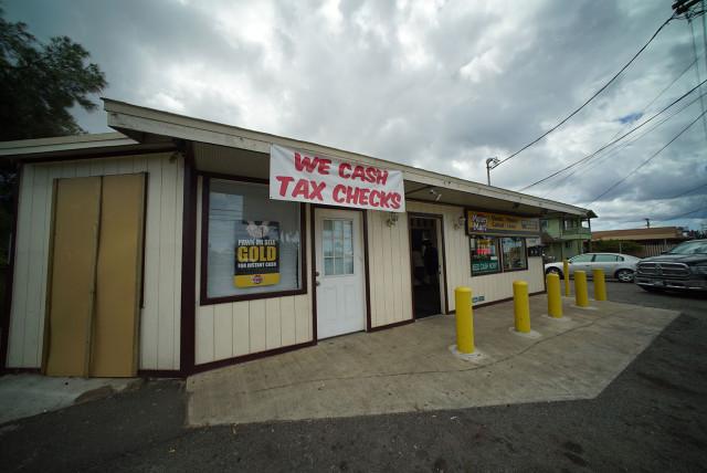 Payday lending shop along Farrington Highway. 21 march 2015. photograph Cory Lum/Civil Beat