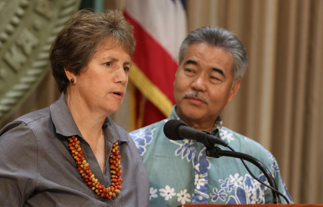 DLNR nominee Suzanne Case with Governor David Ige. 7 april 2015. photograph by Cory Lum/Civil Beat