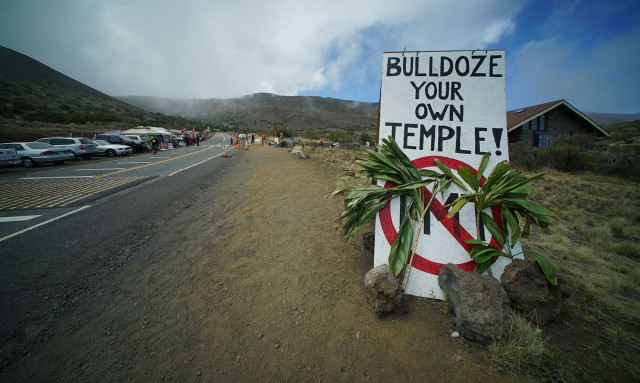 'Bulldoze your own temples'. sign near demonstrators at the Mauna Kea visitors center.  9 april 2015. photograph Cory Lum/Civil Beat