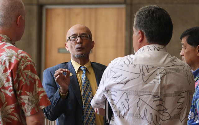 Senator Will Espero speaks to HART CEO Dan Grabauskas after joint conference committee moved to next week. 23 april 2015. photograph by Cory Lum/Civil Beat