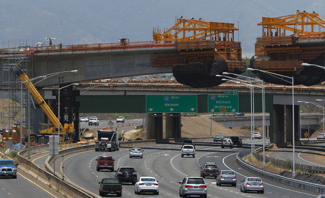 HART Cantilevered railway at the H1/H2 freeway merge. 18 may 2015. photograph by Cory Lum/Civil Beat