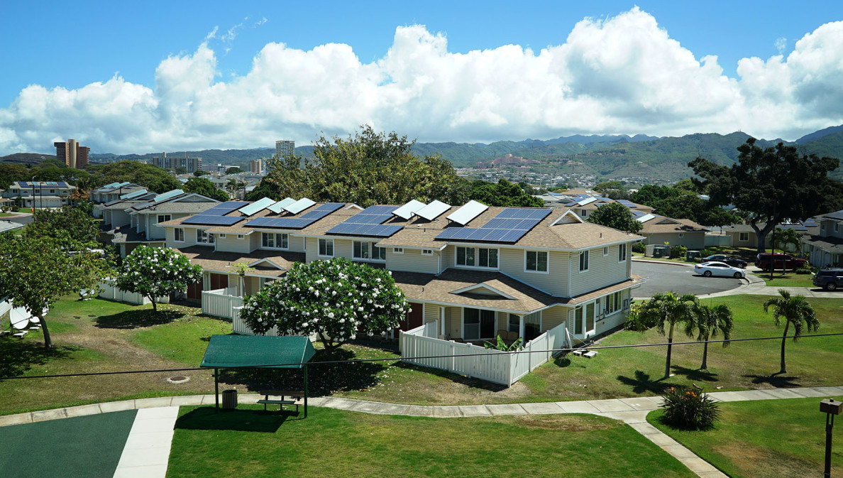View of homes mauka of the airport along Nimitz highway.  16 june 2015. photograph Cory Lum/Civil Beat