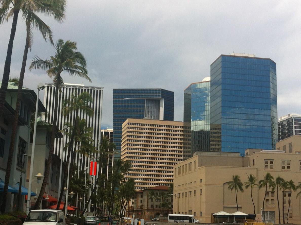 Honolulu skyline with First Hawaiian Center, Kohn Pedersen Fox, 1996; and Grosvenor Center, Architects Hawaii, 1981.