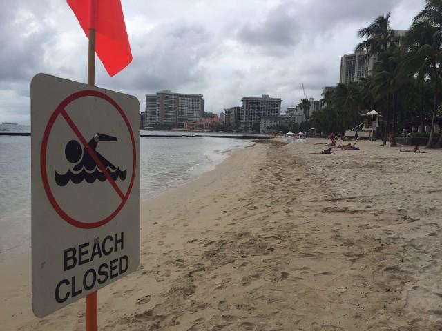 Waikiki Beach closed by sewage spill