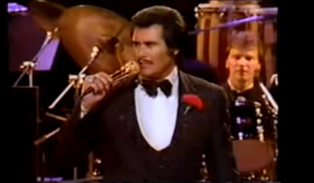 "Wayne Newton performing ""Daddy Don't You Walk So Fast"" in 1972."