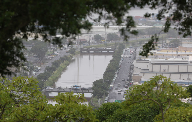 View from Alewa heights overlooking left, Kapalama Canal. 20 nov 2015. photograph Cory Lum/Civil Beat