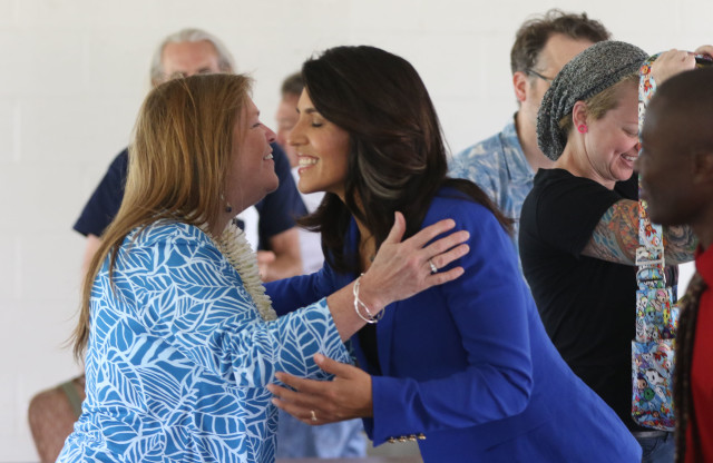 Jane Sanders embraces Congresswoman Tulsi Gabbard at the Tommy Kakesako building. 20 march 2016.