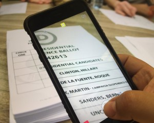 Hawaii Lawmakers Send 'Ballot Selfie' Bill To Governor